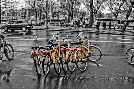 Gelbe Fahrräder in Amsterdam